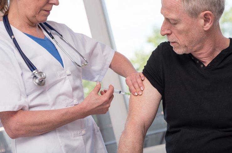 Impfung eines Mannes