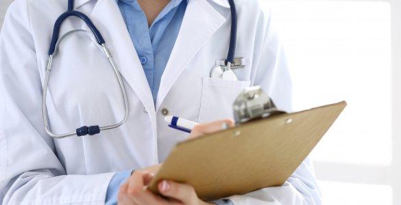 Arzt mit Liste